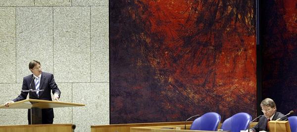 20050616 DEN HAAG: MINISTER VAN JUSTITIE DONNER LUISTERDE NAAR DE KAMERVRAGEN VAN LPF KAMERLID JOOST EERDMANS TIJDENS HET DEBAT OVER DE ONTSNAPTE TBS'ER IN DE TWEEDE KAMER. (FOTO: GPD/PHIL NIJHUIS)